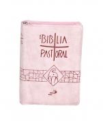 BÍBLIA EDIÇÃO PASTORAL ROSA ZIPER BOLSO